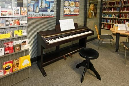 E-Piano in der Musikbibliothek